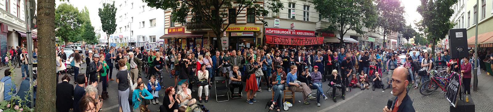 """7. Bizim Kiez Versammlung am 8. Juli – Weiter nach der Rücknahme der Kündigung von Bizim Bakkal und Thema """"Bizim Hüzün"""" (mehr Bilder mit Klick aufs Bild)"""
