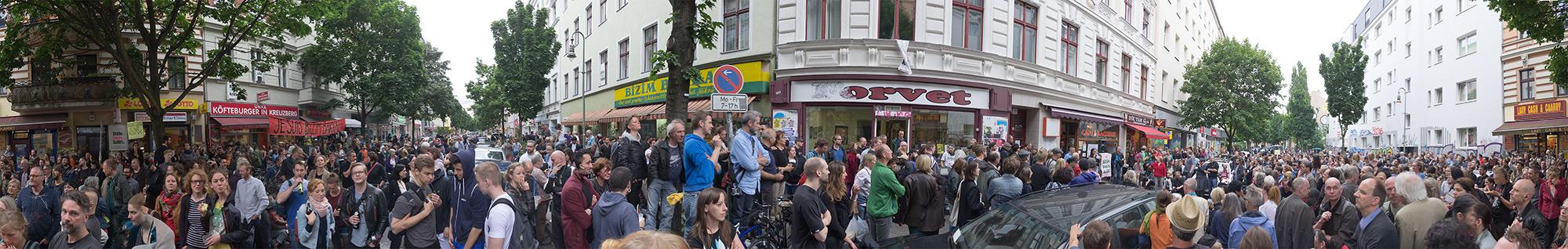 Bizim Kiez Versammlung vom 17. Juni (mehr Fotos bei Klick aufs Bild)