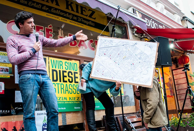 """Bizim Kiez Versammlung 5 vom 24. Juni – Präsentation der analogen Form der """"Karte der Verdrängung"""""""