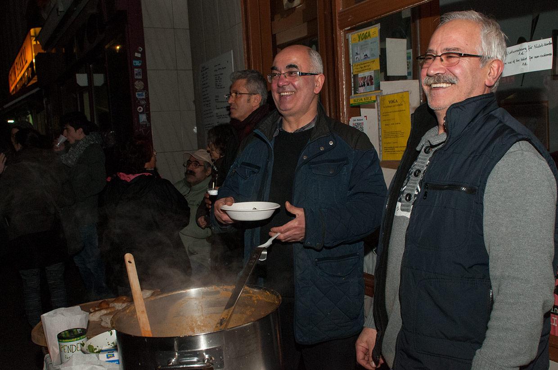 Bizim Kiez Winterfest 9.12.2015; Gegen spekulativen Leerstand von Wohnraum - Für Solidarität mit den Geflüchteten