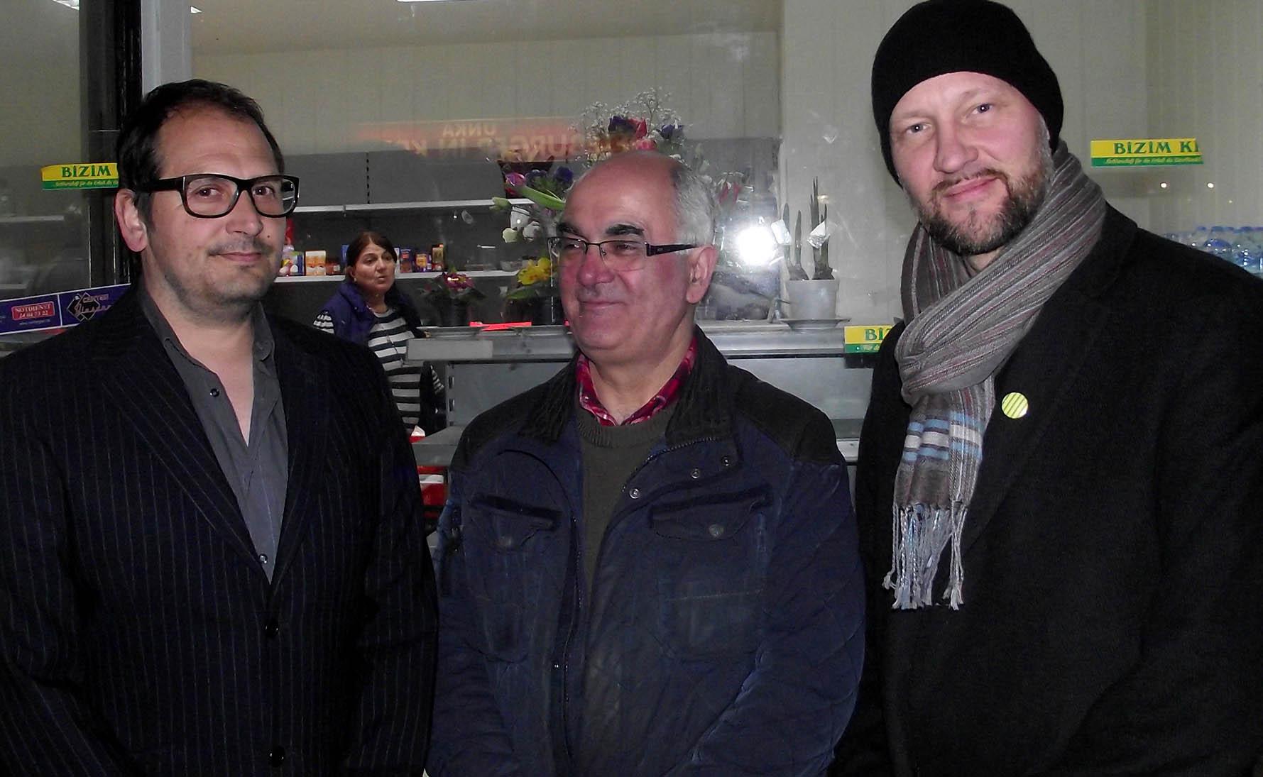 Ioannis Moraitis, Ahmet Çalışkan und ein Aktivist von der Nachbarschaftsinitiative Bizim Kiez (Magnus Hengge)