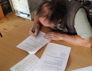 hg-unterzeichnet-vertrag_2016